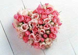 b_a-bouquet-of-roses-in-heart-shape
